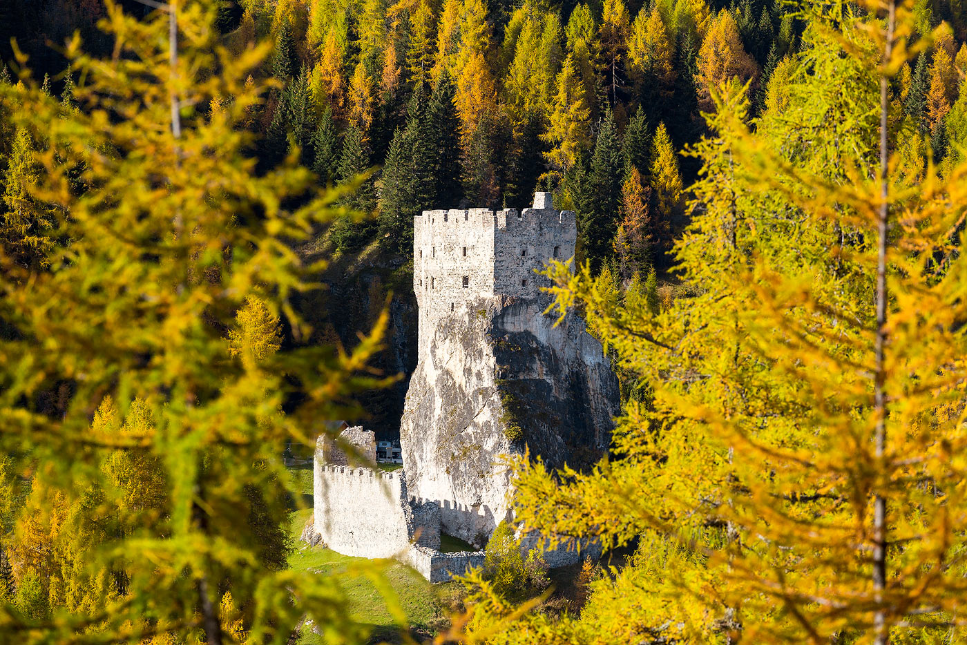 http://www.castellodiandraz.it/media/com_twojtoolbox/castello-andraz-autunno-021.jpg